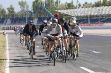 BWC Barcelona group riding together image